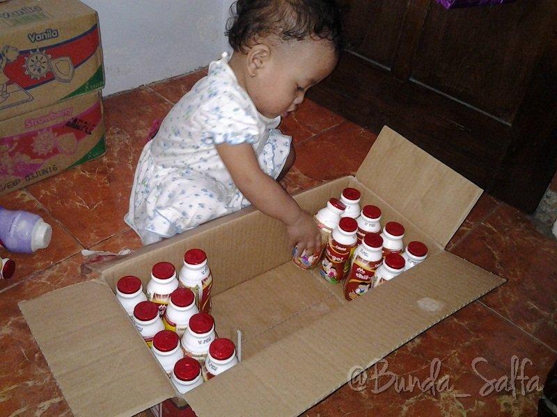 Berhitung sekaligus Merapikan Botol Susu Morinaga Chil-Go!