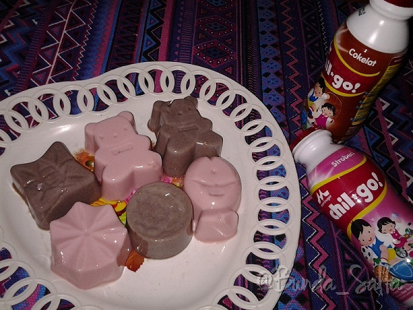 Puding Cokelat dan Strawberry Berbahan Susu Morinaga Chil-Go!